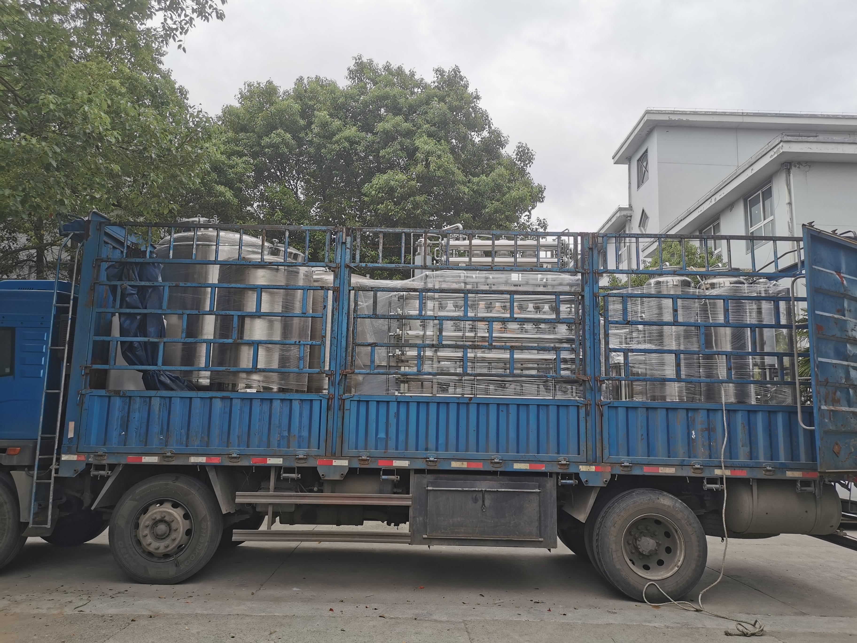 1t/h純化水設備,500L的多效蒸餾水,發往江西客戶!